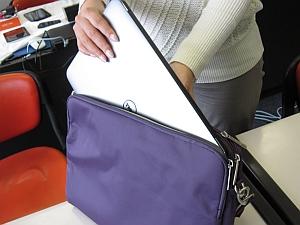 XPS 13はバッグにもすっぽり入る大きさ